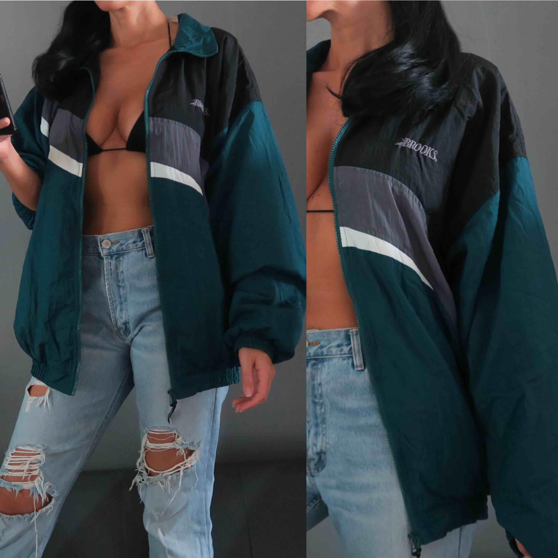 Vintage! ✨ 90s brook vintage jacket 🏈 Strl L så sitter sådär oversize snyggt.  Pris: 850:- rek. frakt tillkommer.. Jackor.