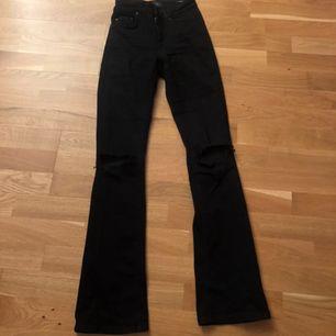 Byxorna är väldigt stretchiga och sköna och är i stolek S /längd 32, köparen står för frakten 💕