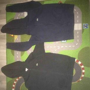 Hejsan  Säljer två fina Lacoste koftor i väldigt bra skick.  Den svarta har storleken 14 år (158) medans den andra har storlek 16 år (164)  Fraktas endast!