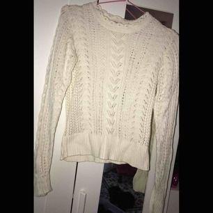 Kvalitets tröja från indiska! Sjukt fin! Nypris 500-600kr köptes förra året. Säljer då den blivit för liten.