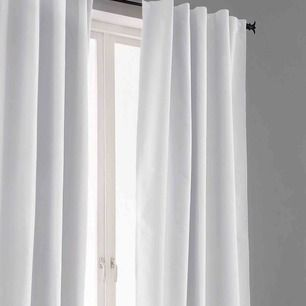 Säljer två superfina gardiner från ELLOS. Gardinerna är köpa för drygt en månad sedan så i nyskick!  Ena paret är mörkläggning och de andra är i fint linnetyg.  Längd 300 men uppsydda en dryg decimeter.  Köptes för 1600kr ihop.