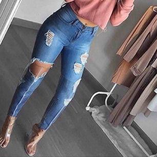 säljer dessa jeans, passar S. stretchiga och i NYSKICK