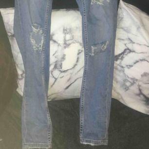 Säljer ett par Gina byxor, jättefina men kommer inte till användning :)
