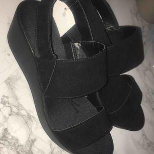 Fina skor ifrån hm, kommer inte till användning