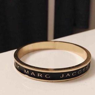 Marc Jacobs armband AA kopia i väldigt bra skick! Säljer för 150 inklusive frakt