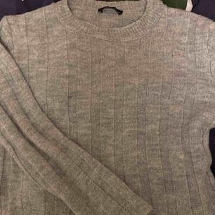 Helt oanvänd stickad tröja från NaKd!! säljer pga kommer ej till användning✌🏼💕
