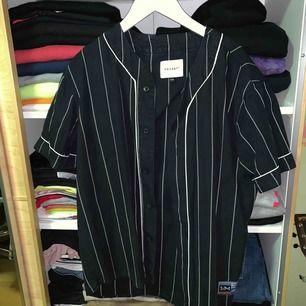 Nice baseball skjorta använd endast vid ett tillfälle. Vailent, köpt på Carlings.