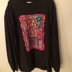 Svart tröja från Vailent, köpt på carlings✨ Bra skick, har aldrig riktigt kommit till användning.