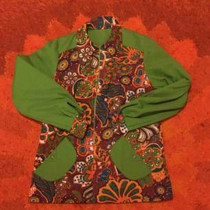 Fruktansvärt fin tunika/klänning i polyester. Otroligt skick och fantastiska färger!