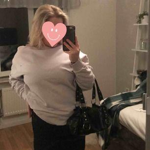 Jättefin ljuslila tröja från gina, använd fåtal gånger! 💕Frakt 59 kr