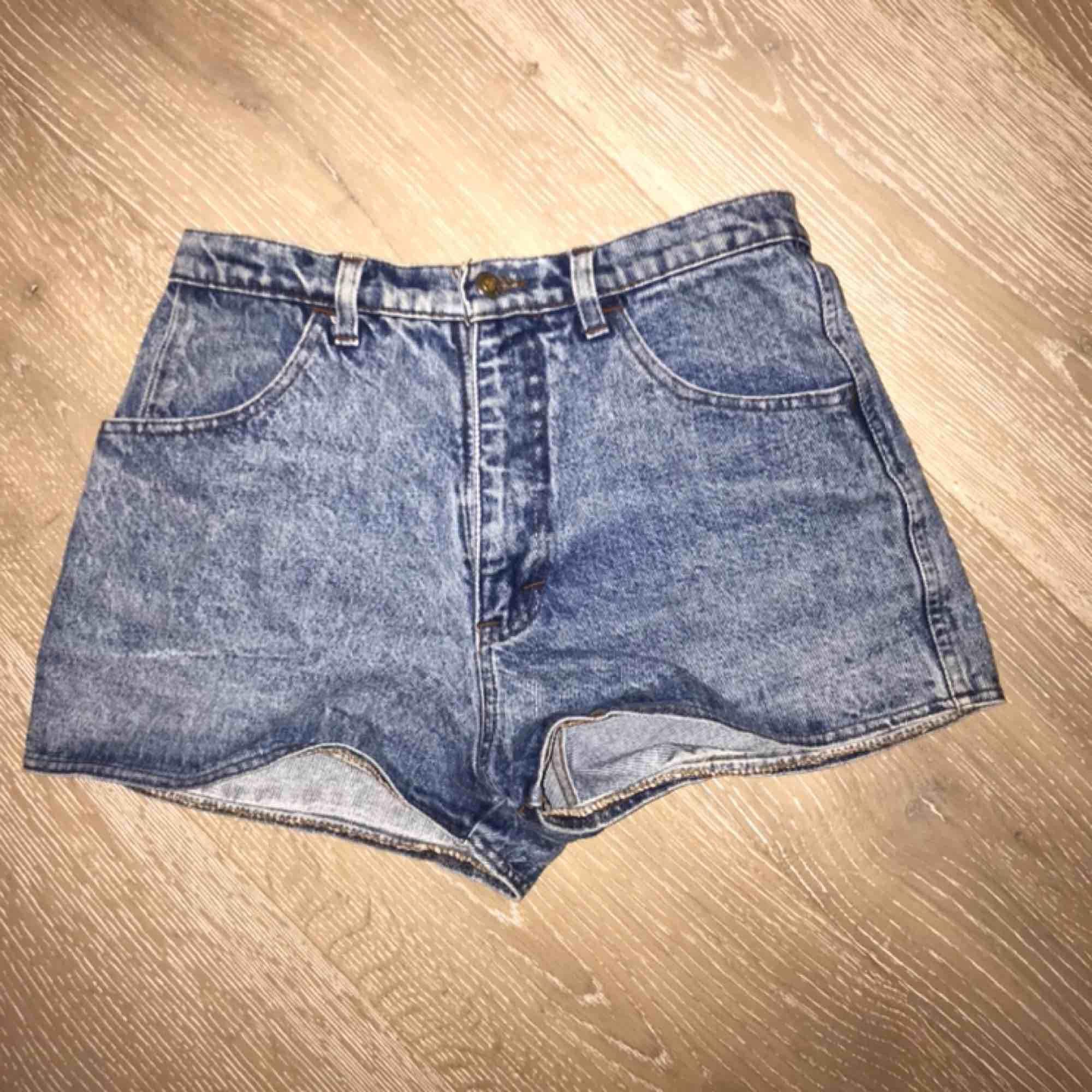 Blåa stentvättade shorts. Oanvända och i bra skick. . Shorts.
