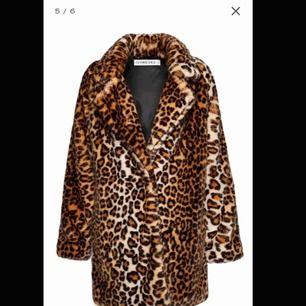 Intressekoll !!!!! Om någon är intresserad av att köpa säljer jag för 500kr, vid snabbare affär, billigare !!!!!!!!! Från ivyrevel, jättefin kvalite och sparsamt använd. Nypris ca 1300kr
