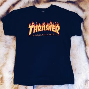 🔥 INTRESSEKOLL på en äkta svart thrasher t-shirt i storlek medium - Startpris är 150kr exklusive frakt, buda gärna 🔥