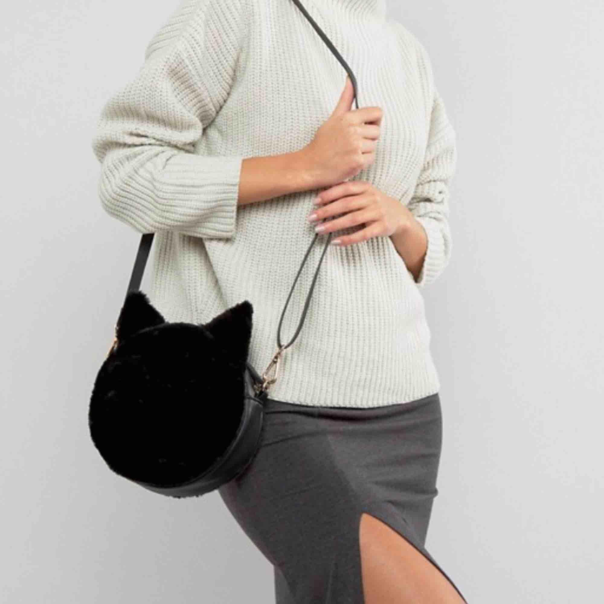 Sötaste fluffväskan med kattmotiv 🖤 59:- frakt. Accessoarer.