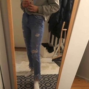 Säljer dessa as coola jeans köpt förra året, använd en gång🥰 står ej för frakt!