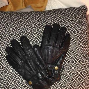 RETRO JacsonWear handskar i skinnimitation. Nypris: 330kr