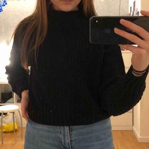 Jätteskön stickad tröja från h&m 💕  50kr + frakt = 90kr