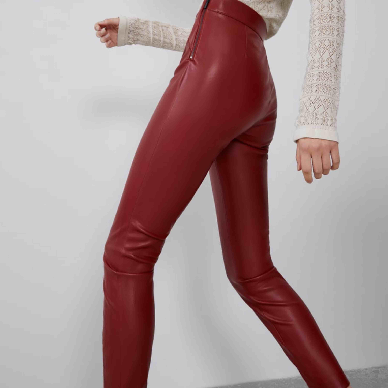 Köptes på zara på rean, för små för mig 🥰. Jeans & Byxor.