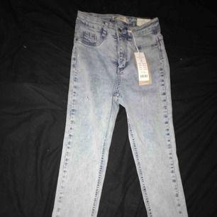 Helt nya Molly jeans. Storlek S. Aldrig använda