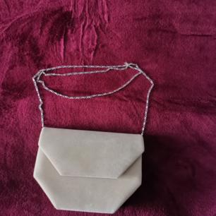 Ny, oanvänd beige väska Priset kan sänkas vid snabbköp