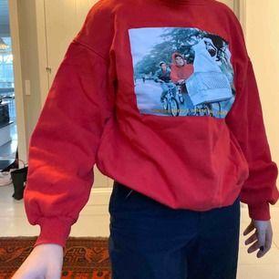Snygg sweatshirt med ET-tryck.