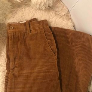 """Så fina """"manchesterbyxor"""" från H&M. Tycker om så mycket men måste rensa garderoben 😢 Kan mötas i södra sthlm eller frakta för +55kr❣️"""