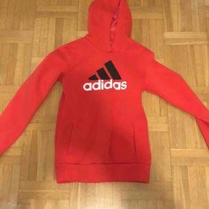 Adidas hoodie som ny