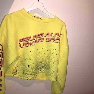 Super snygg gul långärmad tröja Skulle säga att det är en S/M  Betalningssätt: Swish Kan mötas upp i sthlm eller frakta💓