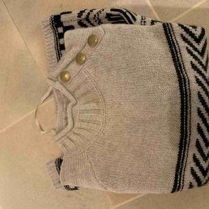 Jul inspererad tröja, använd fåtal gånger , super fin