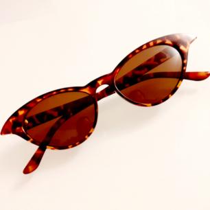 Ursnygga vintagebrillor från secondhand<3 Superfint skick! Frakt: 9:-