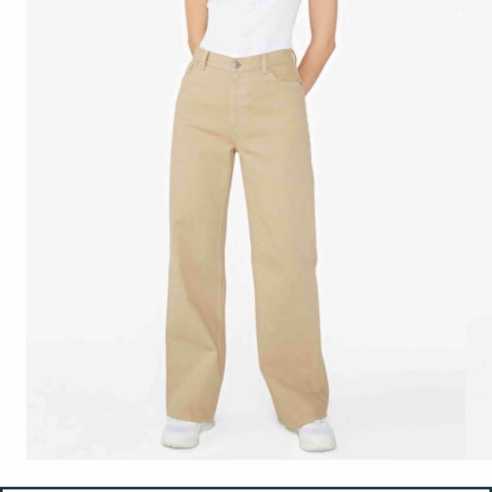 Jättesnygga byxor som jag säljer pga att dom blivit för stora. Frakt är inräknat i priset. Bra skick!😉. Jeans & Byxor.