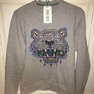 En fin Kenzo tröja i storlek M, använd två gånger.  Köparen står för frakten! Lite billigare vid snabb affär Pm för mer information.
