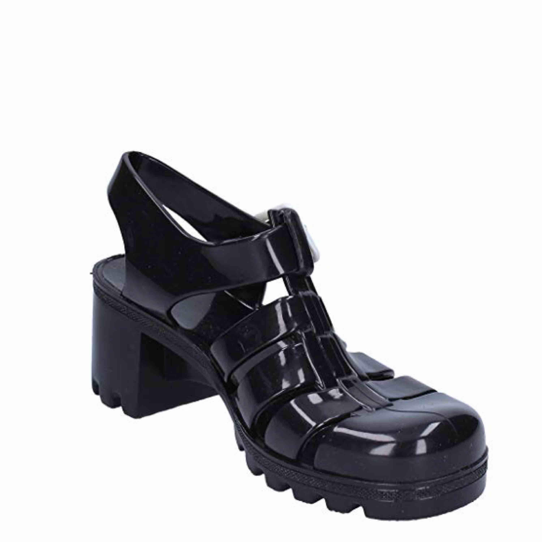 Säljer mina fina juju skor! Jättebekväma skor 🖤🖤   . Skor.