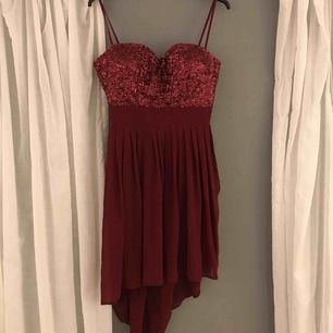 En snygg festklänning eller till bal? Aldrig använd ❣️ Köparen står för frakt