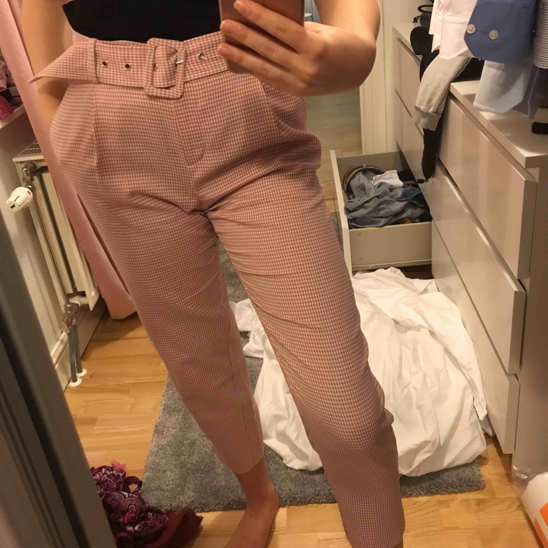 Rutiga byxor, endast provade så i mycket gott skick. Kan skickas . Jeans & Byxor.