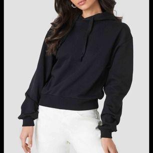 Säljer denna nästan oanvända hoodie från nakd. Helt slutsåld på hemsidan. Kan mötas upp i stockholm eller frakta