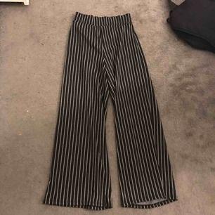 Fina byxor kommer inte till användning så därför säljer jag dom. Använd Max 5 gånger.