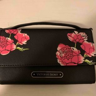 Oanvänd plånbok från Victorias secret.