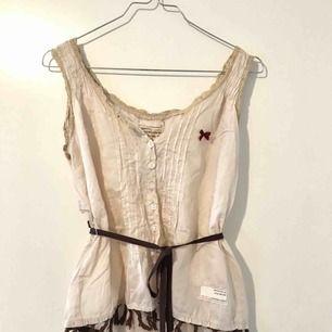 Vackert Odd Molly linne med snöre i midjan 🥰 Storlek S, sparsamt använt. Köparen står för frakt!