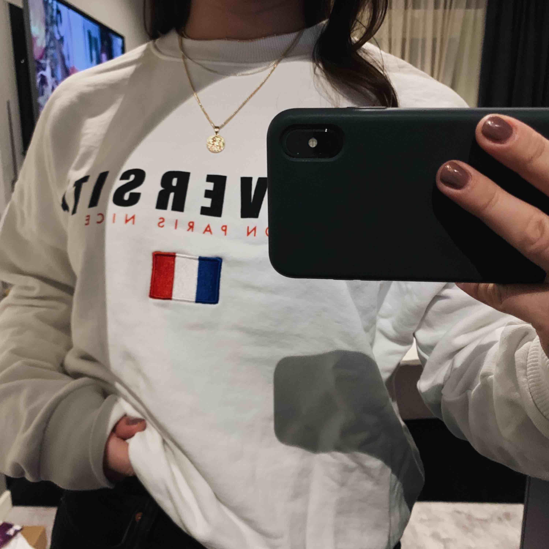 Snygg tröja från Gina Tricot som tyvärr inte kommer till någon användning:( Frakt tillkommer✨. Tröjor & Koftor.