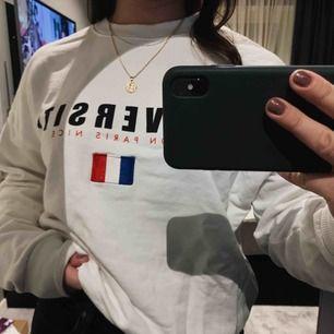 Snygg tröja från Gina Tricot som tyvärr inte kommer till någon användning:( Frakt tillkommer✨