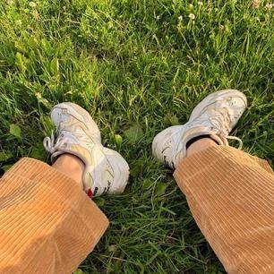 Säljer dessa as snygga manchester jeans från Monki! Säljs pga pengarkris😤😤 Köpare payar frakt🦋💜
