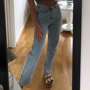 Weekday jeans i modellen row, fint skick!💕