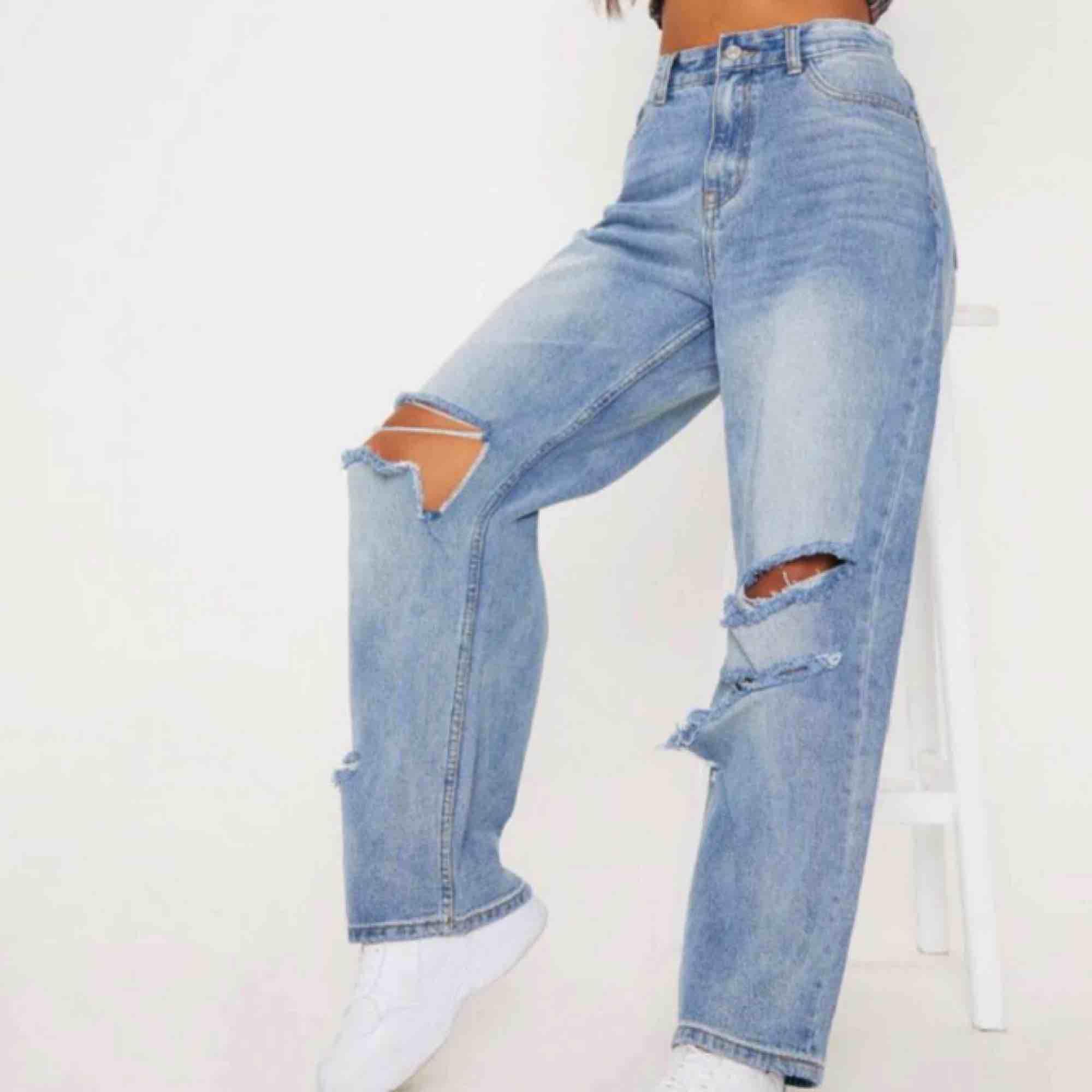 Oversized köpta från PrettyLittleThing kan skicka fler bilder  250kr inkl frakt . Jeans & Byxor.