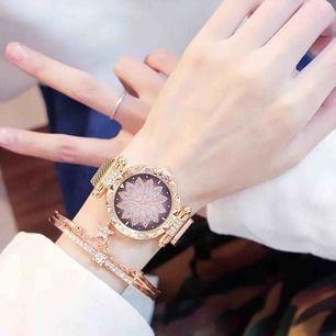 Helt nytt  2 olika färger: guld, blå Set : klocka& armband