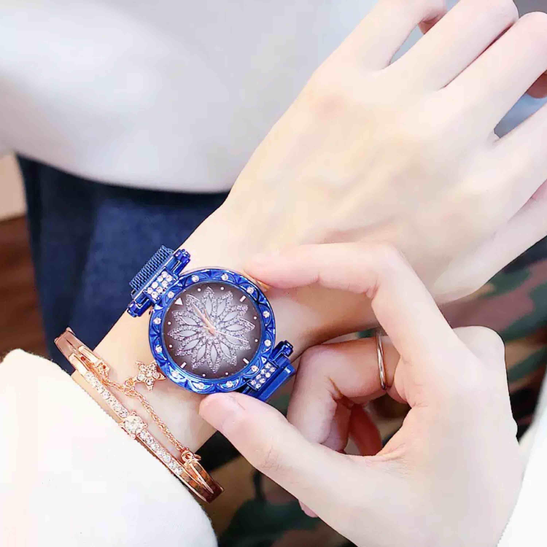 Helt nytt  2 olika färger: guld, blå Set : klocka& armband  . Accessoarer.