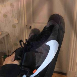 Off white x Nike blazer Storlek 44 /Us 10 Skick 9/10 använda lite smått Låda,extraskosnören följer med