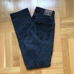 Superfina gråa jeans från Lee! Helt raka.