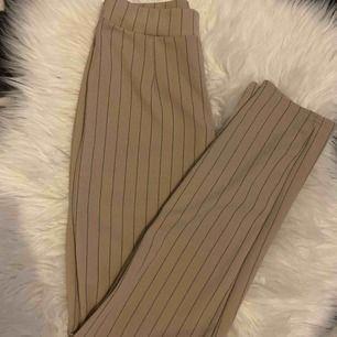 Sjukt sköna byxor ifrån boohoo knappt använda