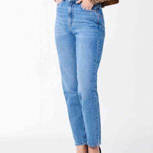 mom jeans från Gina Tricot i storlek 36. Frakt på 50kr tillkommer